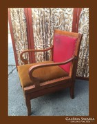 Különleges karfájú fotelágy,nagyon régi darab