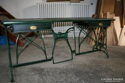 Nagy méretű íróasztal - egyedi kivitel