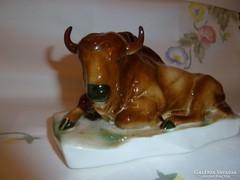 Zsolnay fekvő bika hibátlan