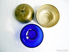 Alma alakú kék üveges doboz