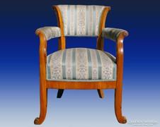 0A216 Antik karfás csigás Biedermeier fotel