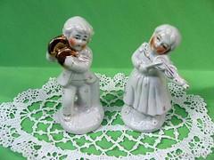 Zenélő gyermekek kínai porcelán