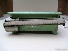 Régi zöld konyhai mérleg