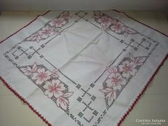 Antik, hímzett és keresztszemes terítő -  60 cm x 60 cm