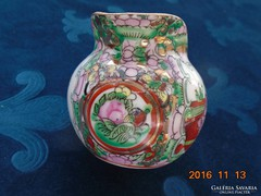 Famille Rose-ritka jelenetes,medalionos aranyozott kínai tejszínes kiöntő-6 kézi írásjel jelzés