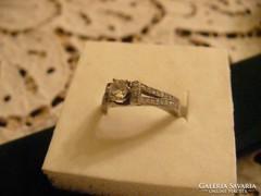 Gyönyörű ezüst gyűrű sok markazittal
