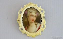 0B007 Antik porcelán betétes csont keretes bross