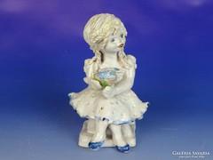 0J187 Jelzett zsűrizett kislány kerámia figura