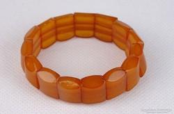 0J795 Régi borostyán színű gyöngyfűzött karperec