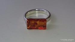 Ezüst gyűrű borostyánnal. Magyar 925 ös