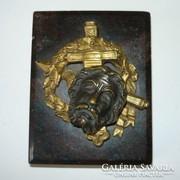 Papírnehezék: márvány talpon bronz relief