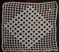 Szép horgolt csipke kis terítő 10,5 x 9,5cm