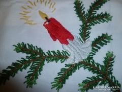 Kézi hímzett karácsonyi terítő
