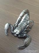 Régi ón skorpió szobor