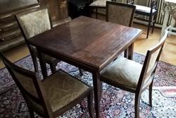 4 db kárpitos szék + 1 db asztal egyben eladó!