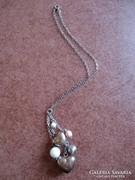 Szívekkel és gyöngyökkel díszített ezüst lánc