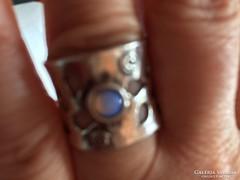 Izraeli ezüst gyűrű tejopállal