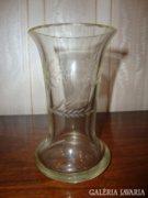 Gyönyörű csiszolt üveg váza