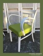 Hajlított karás szék