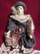 Porcelán bohóc  baba 18 cm