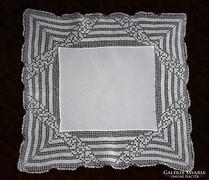 Régi horgolt csipke díszzsebkendő 25 x 26 cm
