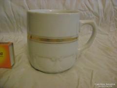 Antik porcelán teás bögre domború díszítéssel