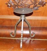 Nagyobb asztali vas gyertyatartó