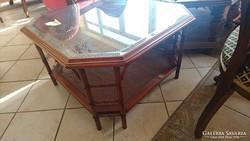 Angol gyarmati stílusú dohányzóasztal