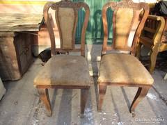 Faragott székek