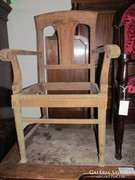 Eklektikus karfás szék