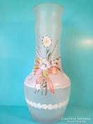 Bohemia plasztikus virágokkal diszített festett opál üveg váza 37 cm