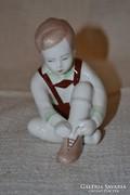 Aquincum cipőt fűző kisfiú 01 ( DBZ0066 )