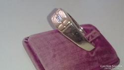 Arany 18 karátos (fehér és sárga) gyűrű gyémántal