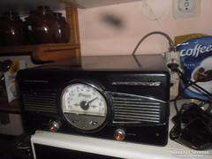 Lemezjátszó-rádió  30 db lemezzel eladó
