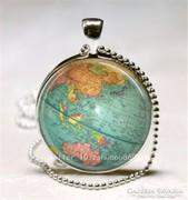 Üveglencsés amulettek többféle mintával