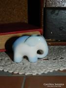 Aquincumi aquazur festésű elefánt.