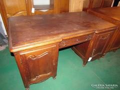Neobarokk íróasztal