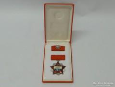 0L040 Régi szocialista kitüntetés díszdobozban