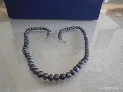 Fekete gyöngysor