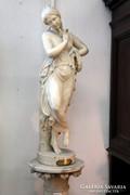 Alabástrom szobor és posztamens