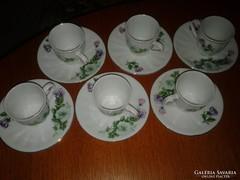 Finoman megmunkált porcelán mokkás készlet