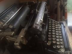 Cirill betűs Underwood írógép