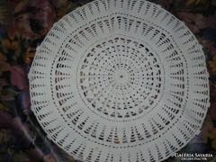 Kézzel horgolt hófehér antik terítő 47 cm
