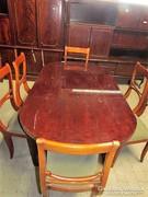 Ovális nyitható asztal