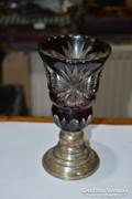 Ezüsttalpas kristály váza
