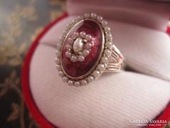 Hatalmas, igazgyönggyel kirakott vörös zománc ezüst gyűrű