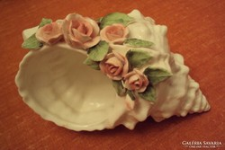 Tritonkürt csiga alakú,rózsás porcelán,asztalközép.