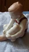 Aquincum porcelán ülő fiúcska