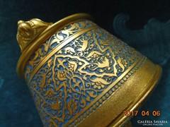 Niellós Keleti mintákkal-aranyozott fedeles doboz-díszes 3 lábon-6x6,2 cm