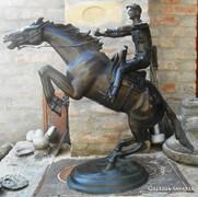 Paul Gayrard nagyméretű bronz lovasszobór.